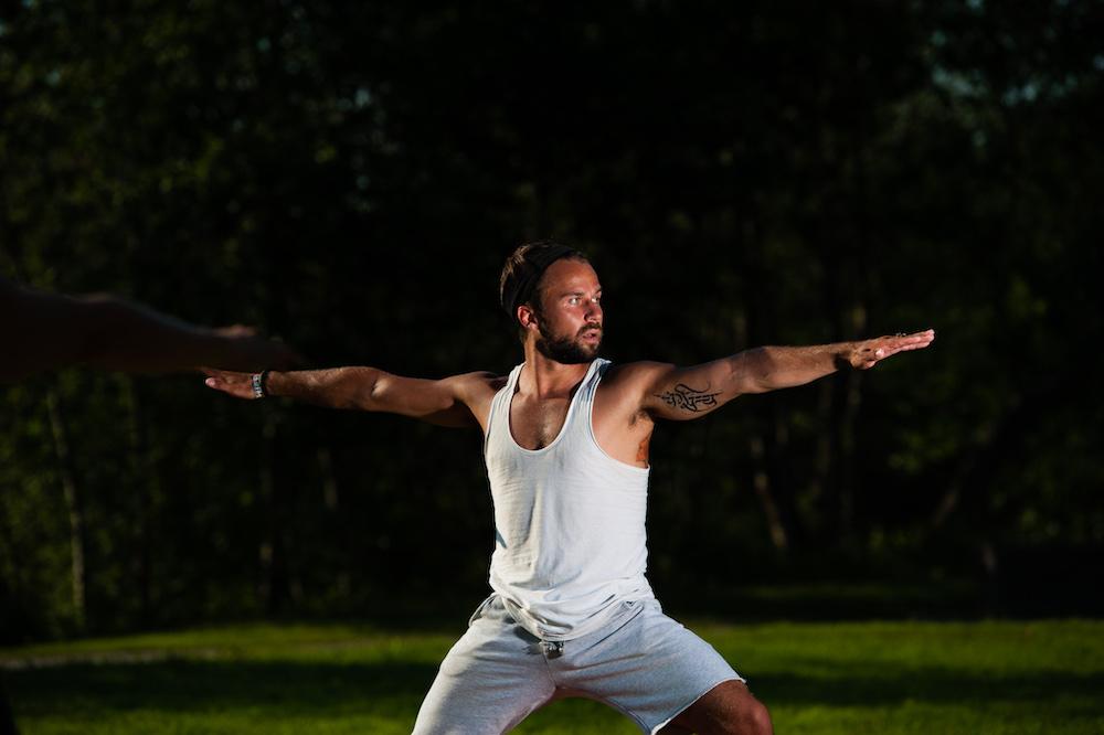 Suomalainen mies joogaa! Joogastudio Oululla alkaa oma joogaryhmä miehille elokuussa 2020